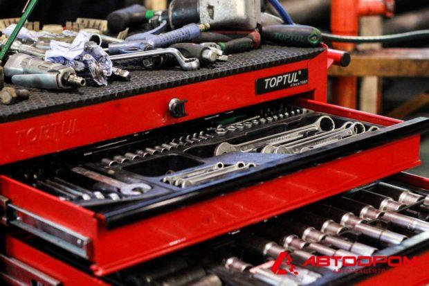 Оборудование, инструменты и запчасти, необходимые для ремонта Мазда